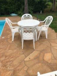 Mesa cadeiras e espreguiçadeiras para piscina