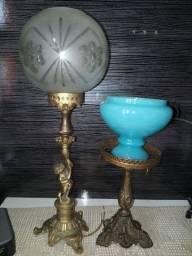 Vendo 2 abajur antigos em bronze com cupulas