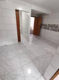 Alugasse (kitnet) com 2 quartos. R$ 750,00