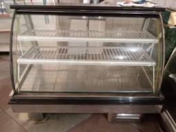 Balcão refrigerado para padarias e lanchonetes.