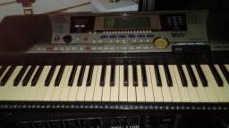 Vende-se teclado e caixa amplificadodora