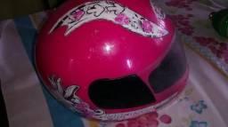 Vendo um capacete infantil rosa