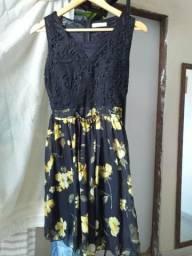 Vestido preto florido M - ACEITO CARTÕES