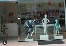 Vende-se loja de roupas e acessórios infantis completa