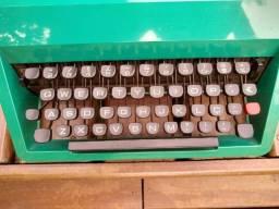 Maquina de escrever Olivetti Modelo studio 45 com capa