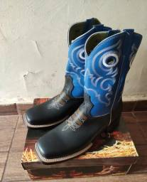 Vendo Bota Country nova sem uso N° 40!