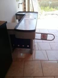 Desapega. baú, mesa de escritório, caixa supermercado balcão de vidro