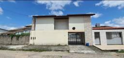 Casa com terreno atrás da churrascaria Los Pampas