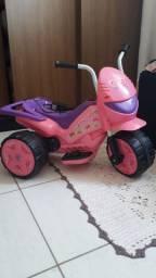 Moto elétrica de menina