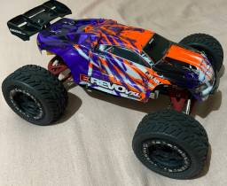 Revo vxl 1/16 full aluminio e chassi de carbono.