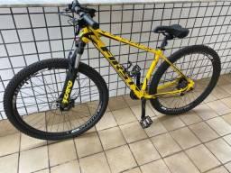 Bike first Aro 29, cabeamento embutido, quase sem uso!