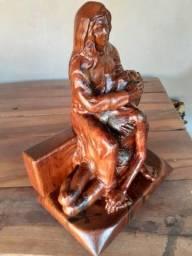 Escultura de Nossa Senhora da Piedade