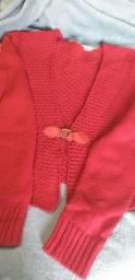 Bolerinho vermelho.