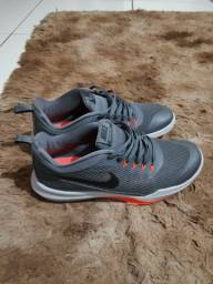 Tênis Nike seminovo 199,00 N°42