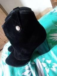 Bota de tornozelo preta