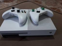Xbox one s 1tb com 15 jogos e 2 controles