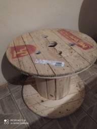 Bobina de madeira para fazer mesa