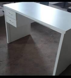 Mesa tipo secretária