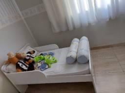 Vendo mini cama com colchão.