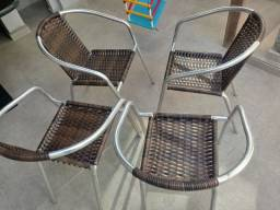 04 cadeiras de alumínio usadas por 3 meses.