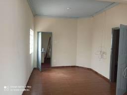 Alugo casa de 02 quartos no Amambaí