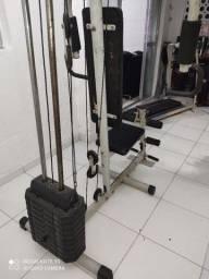 Estação de musculação e Elíptico