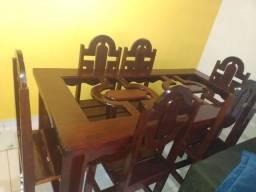 Mesa de madeira 6 lugares.