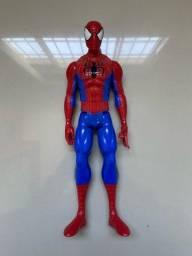 Boneco homem aranha.