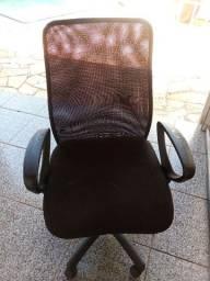 Cadeira executiva giratória de tela mesh