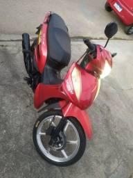 Moto 125 cc Excelente porem doc atrasado não compensa acertar