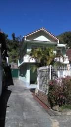 Casa na Av. Ipiranga Petrópolis R$ 1790,00