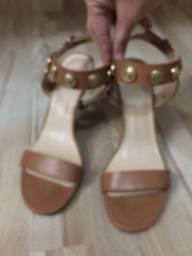 Sandália salto fino bege