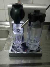 Cafeteira Latissima Pró Nespresso
