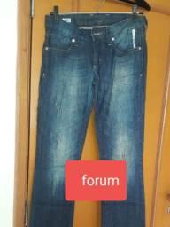 Calça jeans da marca FORUM