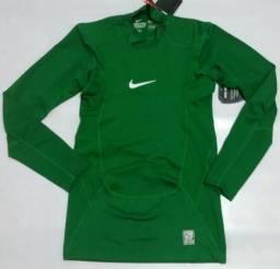 ddc7f9e9c2 Camisa Nike Manga Longa Pro Combat Termica Compression verde musgo e verde  escuro original