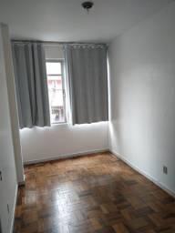 Apartamento com 03 quartos e 02 banheiros no Centro de Florianópolis