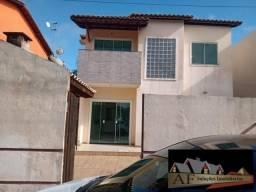 Casa duplex no Condomínio Portal de Abrantes.