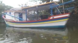 Barco de camarão e pesca