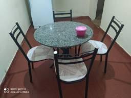 Mesa de 4 lugares