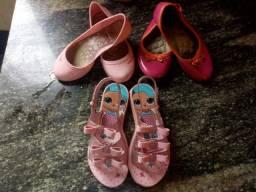 Lote sapatilha hello kit e Mariza neon e sandalia lol