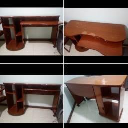 mesa para computador  com 4 rodas.