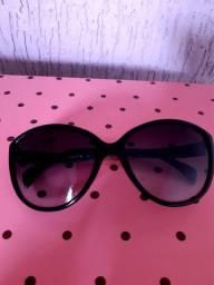 Óculos de sol feminino. Marca Playboy