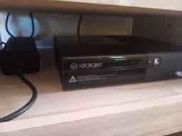 X box com 3 controles mas um Kinect