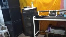Vendo caixa de som completo microfone mais força DVDs e mesa de áudio