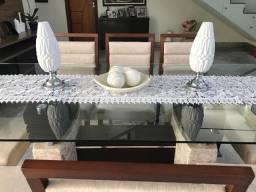 Mesa de jantar com 8 cadeiras estofadas