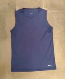 camiseta azul escuro estilo adidas tamanho p. estado de nova