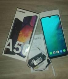 Vendo Samsung A50 Seminovo , sem nenhum risco ,com caixa e acessórios originais.