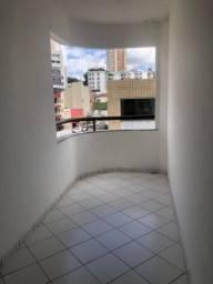 Apartamento com varanda em localização privilegiada