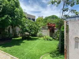 Casa com jardim