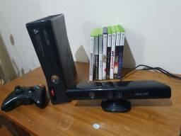 Xbox 360 slim com 1 controle e kinect + 10 jogos